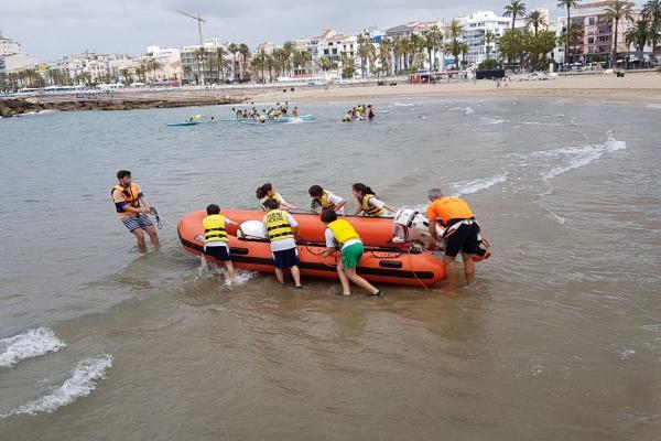 Jornada d'activitats aquàtiques a Sitges