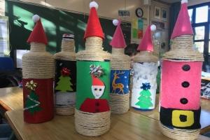 Taller nadalenc amb ampolles reciclades